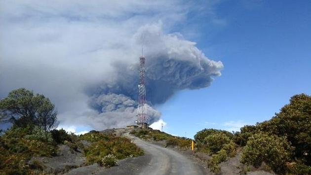 Turrialba vulkaan spookt weer